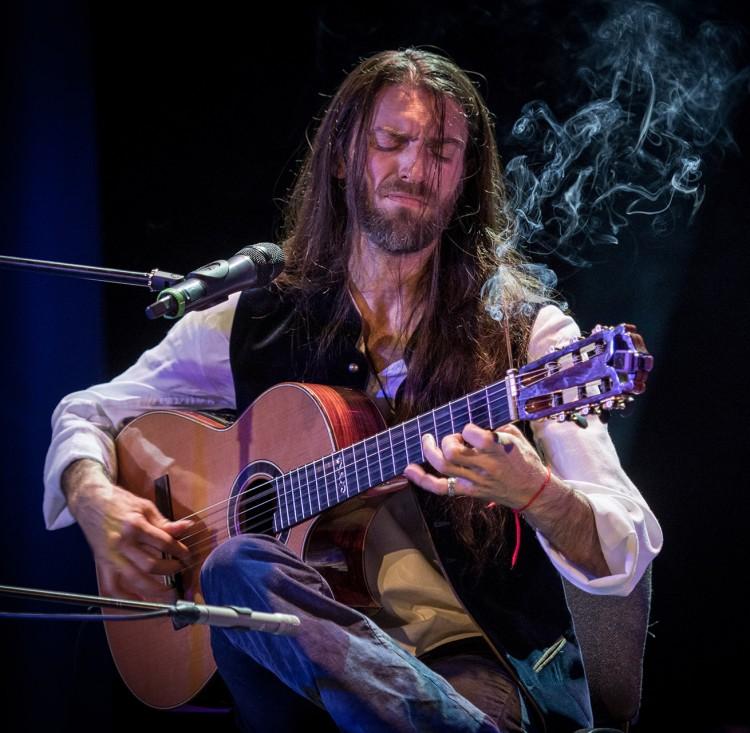 Эстас Тонне, гитарист виртуоз