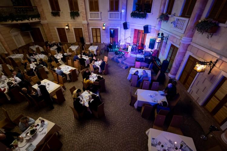 Джаз клубы москвы в центре групповой секс в москве клуб