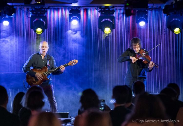 17 декабря сибирский дуэт выступил с единственным за последнее время московским концертом в Клубе Алексея Козлова. Two Siberians – резиденты и любимцы аудитории. Их помнят и любят.