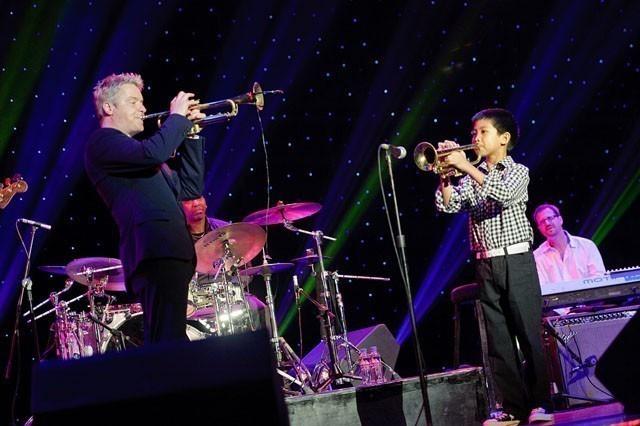 Крис Ботти, трубач